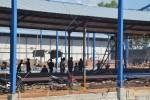 Aktivitas para pekerja membangun pabrik kayu lapis PT Naga Buana di Desa Manjung, Kecamatan Wonogiri, Rabu (13/8/2014). (JIBI/Solopos/Bony Eko Wicaksono)