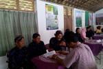 Tim Juri Lomba PTT Nasional melakukan penilaian kepada para anggota kelompok tani Sri Jati, di Dusun Bejaten, Desa Jatisarono, Nanggulan, Kamis (14/8/2014). (Holy Kartika N.S/JIBI/Harian Jogja)