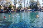 Suasana Umbul Ponggok pada akhir pekan, Sabtu (16/8/2014). Umbul tersebut bakal menjadi lokasi upacara kemerdekaan bawah air Minggu (17/8/2014). (JIBI/Solopos/Chrisna Chanis Chara)