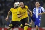 Pemain Lille (kuning) berebut bola dengan pemain Porto di playoff Liga Champions. Ist/Liputan6.com