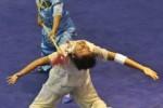 Atlet Wushu Putri Jambi Nelin dan Sekar Mutiara berlaga pada final Wushu Dulian Beregu Putri di arena Wushu Rumbai, Pekanbaru, Riau, Jumat (14/9). (JIBI/Harian Jogja/Antara/Yudhi Mahatma)