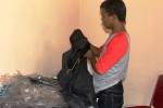 Contoh pakaian yang dirasa oleh anggota DPRD Gunungkidul memiliki kualitas buruk sehingga ada beberapa anggota dewan yang mengembalikan pakaian dinas tersebut. Selasa (2/9/2014). (JIBI/Harian Jogja/David Kurniawan)