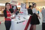 Seorang model memamerkan ponsel pintar terbaru Lenovo S850 di Ambarrukmo Plaza, Jumat (19/9/2014). (JIBI/Harian Jogja/Lenovo)