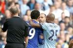 Pemain Manchester City Pablo Zabaleta (Kedua dari kanan) bersitegang dengan pemain Chelsea Diego Costa (dua dari kiri) saat bertanding di Etihad stadium. JIBI/Reuters/Andrew Yates