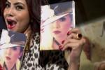 Penyanyi Mayangsari memegang album barunya yang bertajuk Hanya Untukmu di Jakarta, Rabu (17/9/2014). Penyanyi pop asal Purwokerto tersebut menggandeng sejumlah musisi, antara lain Melly Goeslaw, Anto Hoed, Dian HP, dan Andi Bayau, untuk menggarap album ke-13-nya tersebut. (JIBI/Solopos/Antara/Rosa Panggabean)