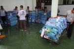 FOTO HAJI 2014 : Porter Angkasa Pura Angkut Koper Calon Haji
