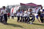Sejumlah siswa SMA mengikuti lomba bakiak di Jl. Bhayangkara, Sriwedari, Laweyan, Solo, Jawa Tengah, (7/9/2014). Perlombaan itu digelar Federasi Olahraga Rekreasi Masyarakat Indonesia (FORMI) Kota Solo sebagai bagian peringatan Hari Olahraga Nasional (Haornas) 2014 yang dipusatkan di Solo. (Ardiansyah Indra Kumala/JIBI/Solopos)