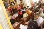 Umat Konghucu sembahyang untuk memperingati hari lahir ke-2565 Nabi Kongzi di Lithang Masyarakat Konghucu Indonesia (Makin), Jagalan, Jebres, Solo, Jawa Tengah, Minggu (21/9/2014). Seusai sembahyang di halaman kuil itu diselenggarakan atraksi liong dan barongsai. (Ardiansyah Indra Kumala/JIBI/Solopos)