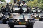 Sejumlah kendaraan tempur jenis tank Scorpion milik TNI AD mengikuti gladi resik defile yang akan dilakukan dalam Upacara HUT ke-69 TNI atau Hari TNI 2014 di Makodam V/Brawijaya, Surabaya, Jawa Timur, Jumat (19/9/2014). Gladi resik itu dipimpin langsung KSAD, Jenderal TNI Gatot Nurmantyo. (JIBI/Solopos/Antara/M Risyal Hidayat)
