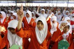 Mahasiswa baru Institut Agama Islam Negeri (IAIN) mengucapkan Sumpah Mahasiswa Indonesia saat mengikuti Orientasi Studi dan Pengenalan Kampus (Ospek) di Kampus IAIN Pucangan, Kartasura, Sukoharjo, Senin (8/9/2014). Ospek yang dilakukan selama enam hari tersebut diikuti 2.316 mahasiswa. (Septian Ade Mahendra/JIBI/Solopos)