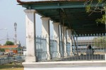 Atap bangunan Sitihinggil Kasunanan Surakarta Hadiningrat di Alun-Alun Kidul Solo, Selasa (16/9.2014), terpaksa diberi penyangga bambu karena dikhawatirkan runtuh. Bangunan bersejarah tersebut saat ini terkesan kurang perawatan seiring tak kunjung rampungnya konflik Keraton Solo. (Sunaryo Haryo Bayu/JIBI/Solopos)