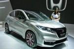 Seorang model berfoto bersama mobil Honda HR-V, mobil SUV terbaru Honda yang kali pertama dipertunjukkan wujud aslinya di Indonesia melalui ajang Indonesia International Motor Show (IIMS) 2014 di JI Expo, Kemayoran, Jakarta, Jumat (19/9/2014). Selain Honda HR-V, PT Honda Prospek Motor (HPM) juga memperkenalkan Honda NSX Concept II, serta New Honda Freed, New Honda Civic, dan All New Honda Jazz RS Black Top Limited Edition dalam pameran mobil paling bergensi di Indonesia itu. (JIBI/Solopos/Antara/Zarqoni Maksum)