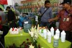 Berbagai produk dan sarana produksi pertanian dipamerkan di halaman Hotel Dana, Solo, Selasa (9/9/2014). Pameran itu digelar sebagai bagian dari Pertemuan Nasional (Munas) Masyarakat Perlindungan Tumbuhan dan Hewan Indonesia (MPTHI) XII yang berlangsung di hotel bersejarah Kota Solo itu, Selasa-Kamis (9-11/9/2014). (Sunaryo Haryo Bayu/JIBI/Solopos)