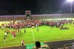 Sekitar 2.000 orang suporter Persis Solo terjebak Stadion Galuh, Ciamis, Selasa (16/9/2014), seusai laga Persis Solo vs PSGC Ciamis yang berakhir ricuh. Laga yang berakhir imbang 1-1 itu disaksikan sekitar 8.000 penonton, setelah sempat diwarnai beberapa insiden saling lempar benda tumpul antara suporter kedua kesebelasan, sekitar 2.000 Pasoepati—sebutan suporter Persis—tak bisa keluar stadion yang dikepung suporter PSGC. Polisi lalu mengumpulan Pasoepati di tengah lapangan sembari meminta suporter PSGC menjauhi Stadion. (JIBI/Solopos/Istimewa/Persis-Ferianto)