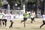 Pemain Persis Solo melakukan latihan di Lapangan Kota Barat, Solo, Jawa Tengah, Kamis (17/9/2014). Latihan pemulihan stamina tersebut mereka lakukan sebagai bagian dari persiapan laga tandang mengahadapi PSPS Pekanbaru sebagai lanjutan Babak 16 Besar Divisi Utama Liga Indonesia, Sabtu (20/9/2014). (Ardiansyah Indra Kumala/JIBI/Solopos)