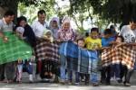 Keluarga siswa TKII Al-Abidin Solo mengikuti lomba balap karung saat digelar family gathering di Taman Balekambang, Solo, Jawa Tengah, Minggu (7/9/2014). Family Gathering TKII Al-Abidin Solo tersebut merupakan acara pembuka kegiatan parenting yang bertujuan untuk menjaga kesehatan anggota keluarga siswa. (Septian Ade Mahendra/JIBI/Solopos)