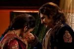 Jodha mencium-tangan suaminya Jalal (India-forums.com)