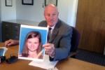 Perwakilan Kepolisian Detroit, Jere Green memperlihatkan foto Theresa DeKeyzer (Mike Campbell.WWJ Newsradio 950)