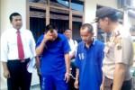 apolres Boyolali, AKBP Budi Sartono (kanan), Senin (29/9/2014), menginterogasi dua tersangka kasus pencurian minimarket Alfamart yang berhasil ditangkap petugas. (Septhia Ryanthie/JIBI/Solopos)
