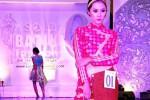 Peragaan busana pada Solo Batik Fashion 6 (Facebook.com)