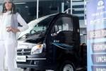 Mobil pikap mini bermesin diesel 700 cc produk Tata Motors diluncurkan di Indonesia International Motor Show, Jl. Kemayoran Expo, Jakarta, Kamis (18/9). Pikap mini Tata Ace EX2 ini membidik segmen baru yakni angkutan niaga di tingkat pedesaan untuk mendorong mobilitas pegiat Usaha Kecil Menengah atau UKM. (Espos/Oriza Vilosa)