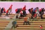 Suporter Persis Solo menghindari gas air mata di Stadion Galuh, Selasa (16/9/2014). (Youtube/Ciung Tips)