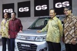 Petinggi PT Suzuki Indomobil Sales (SIS) berpose di samping Karimun Wagon R GS dalam acara Indonesia International Motor Show (IIMS) 2014 di JI Ekspo, Kemayoran, Jakarta, Jumat (19/9/2014). (JIBI/Solopos/Istimewa)