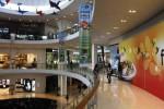 Pengunjung berfoto di The Park Mall Solo Baru, Sukoharjo, Jumat (20/6/2014). (Ardiansyah Indra Kumala/JIBI/Solopos)