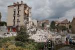 Apartemen di Rosny-sous-Bois, di pinggiran Paris, Prancis, runtuh, Minggu (31/82014). Enam orang tewas dalam kejadian itu. (JIBI/Solopos/Reuters)