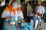 Seorang calon jamaah haji asal Sleman harus menggunakan kursi roda. (Rima Sekarani/JIBI/Harian Jogja)