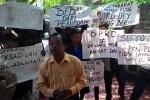 Aksi demo di depan DPRD DIY, Senin (1/9/2014). (Ujang Hasanudin/JIBI/Harian Jogja)