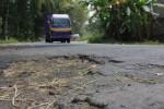 Sebuah truk melintas di jalur evakuasi Gunung Merapi wilayah Kaliwuluh, Desa Sidorejo, Kemalang, Klaten, Jumat (29/8/2014). Tahun ini perbaikan jalur evakuasi Merapi digelontor Rp30 miliar. (Chrisna Chanis Cara/JIBI/Solopos)