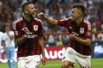 Pemain AC Milan's Menez (Ki) berselebrasi dengan El Shaarawy. JIBI/Rtr/Alessandro Garofalo