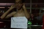 Pelaku pelecehan seksual di Transjakara dipajang di Halte Lebak Bulus, Jakarta. (detik.com)
