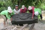Batu relief yang ditemukan Untoro di RT 04 RW 02, Dusun Pulerejo, Desa Bokoharjo, Prambanan, Sleman, Rabu (17/9/2014). (Sunartono/JIBI/Harian Jogja)