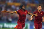 Pemain AS Roma Gervinho berselebrasi seusai bikin gol ke gawang CSKA Moscow. JIBI/Rtr/Tony Gentile