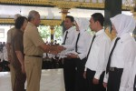 Penyerahan SK CPNS bagi tenaga honorer K2 di Pendapa Parasamnya Pemkab Sleman, Selasa (30/9/2014). (Rima Sekarani I.N./JIBI/Harian Jogja)