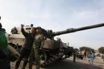 HUT TNI : Tank Leopard Sambangi di Simpang Lima Semarang