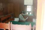 Bowo Gaplek saat membacakan pembelaan dalam sidang lanjutan kasus penipuan jual beli tanah, Rabu (8/10/2014). (JIBI/Harian jogja/David Kurniawan)