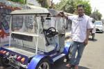 Winawan Mardi Raharjo dan mobil listriknya (JIBI/Harian Jogja/Gilang Jiwana)