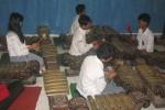 Sejumlah siswa SMKI Bantul berlatih menabuh gamelan, Selasa (28/10/2014). (JIBI/Harian Jogja/Arif Wahyudi)