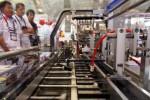 Pengunjung melihat salah satu mesin pengemasan yang dipajang saat pameran Allpack Indonesia 2014 di Jakarta, Selasa (21/10/2014). Pameran yang diikuti 500 perusahaan dari berbagai negara tersebut digelar Selasa-Jumat (21-24/10/2014). (Abdullah Azzam/JIBI/Bisnis)