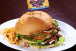 Burger jumbo dari Restoran Double Decker (Muhammad Irsyam Faiz/JIBI/Solopos)