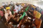 Kelanjutan hidup para buruh linting rokok sigaret kretek tangan (SKT) seperti yang tengah bekerja di PR Gagak Hitam, Pakuniran, Maesan, Bondowoso, Jawa Timur inilah sasaran akhir Kemenkes dan kelompok antitembakau. (JIBI/Solopos/Antara/Seno)