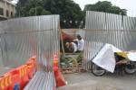 Pekerja melakukan perbaikan air mancur di Bundaran Gladak, Solo, Jawa Tengah, Kamis (30/10/2014). Perbaikan tersebut meliputi peninggian pagar kolam dan perbaikan beberapa komponen saluran pompa air. (Sunaryo Haryo Bayu/JIBI/Solopos)