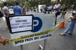 FOTO DEMO FPI TOLAK AHOK : Demo FPI Rusuh, Polisi Rentang Pita Kuning