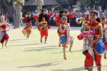Penari Sanggar Tari Metha Budhaya menampilkan tari Nir Panca Baya saat Upacara Hari Kesaktian Pancasila di Balai Kota Solo, Rabu (1/10/2014). Tari tersebut menggambarkan sekelompok prajurit yang bersatu padu membela negara dari ancaman yang dapat mengganggu stabilitas negara. (Ardiansyah Indra Kumala/JIBI/Solopos)