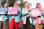 Sejumlah mahasiswa yang tergabung dalam Ikatan Lembaga Mahasiswa Psikologi Indonesia (IMPI) melakukan aksi di arena Car Free Day (CFD) Kota Solo yang digelar di sepanjang Jl. Slamet Riyadi, Solo, Jawa Tengah, Minggu (12/10/2014), guna mengajak masyarakat peduli jepada para penderita gangguan jiwa. Aksi tersebut digelar untuk memperingati Hari Kesehatan Jiwa dan Mental Internasional. (Ardiansyah Indra Kumala/JIBI/Solopos)