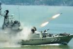 FOTO HARI TNI 2014 : Wah, KRI Sutanto Lepaskan Rudal…
