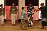 Kelompok Kerja Teater Tradisional Wiswakarman Fakultas Sastra dan Seni Rupa (FSSR) Universitas Sebelas Maret (UNS) menggelar pementasan dengan lakon Sengkala di Gedung Wayang Orang (GWO) Sriwedari, Solo, Minggu (19/10/2014) malam. Pementasan tersebut digelar untuk menumbuhkan kepedulian generasi muda terhadap warisan pusaka budaya Indonesia. (Ardiansyah Indra Kumala/JIBI/Solopos)